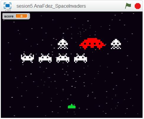 Clase de programación con Scratch. Desarrollo de videojuego arcade Space Invaders.